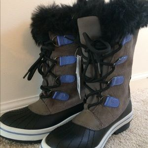 Size 3 fuzzy winter boots